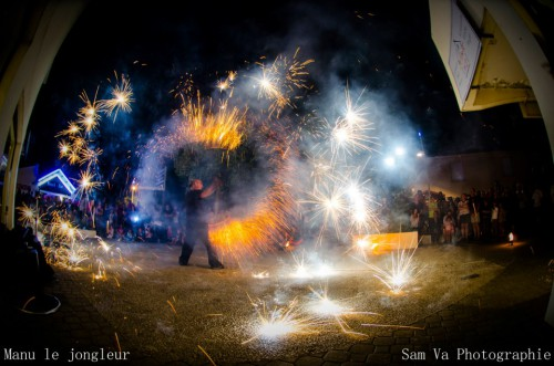 manu,jongle,bordeaux,gironde,aquitaine,spectacle,artiste,diabolo,jongleur,jongleuse,show,street show,performance,cabaret,smoubs,lutin,lutins,noel,noël,camping,animation