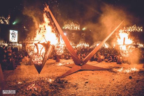 PYRAMIDE-EN-FEU-HELLFEST-2015.jpg