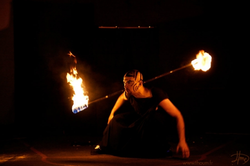 Jongleur de feu, perforer feu,performer,manu,manu le jongleur, jongleur bassin, bassin d'arcachon, jongleur bordeaux, jongleur de feu bassin d'arcachon, spectacle de feu bassin d'arcachon, spectacle de feu bassin, show feu, show feu aquitaine, spectacle de feu aquitaine, pyrotechnie, spectacle, prestation feu, magie du feu,artiste feu, artiste de feu, pyrotechnicien, féérie du feu