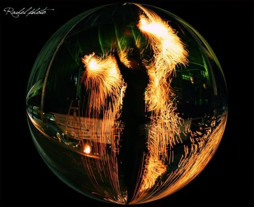 jongleur de feu gironde, jongleur de feu aquitaine, jongleur de feu bordeaux, jongleur de feu montluçon, jongleur de feu bassin d'arcachon, jongleur de feu manu, jongleur de feu Ma Nu, jongleur, spectacle de rue gironde, spectacle de feu mariage gironde, spectacle de feu mariage aquitaine, show feu, performer feu, street artist, jongleyur de rue, artiste de rue, artiste de rue feu, artiste de rue gironde, artiste de rue aquitaine, manupilations, spectacle de feu rigolo, fete de village, spectacle fete de village