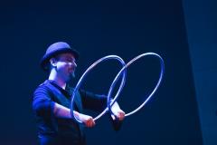 manu le jongleur, jongleur bordeaux, jongleur de feu, manipulateur, manipulateur d'objet, magie, magicien, magiien, aquitaine, cerceaux, hoop,hoop manipulation,manipulateur de cerceaux,isolation